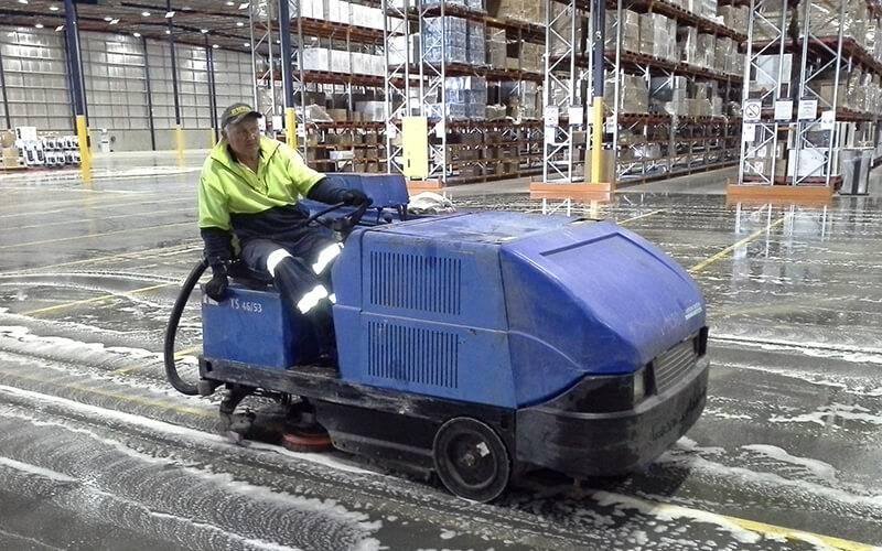 Riding Floor Scrubbing Machine